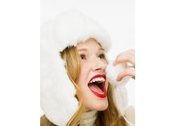 戴白色帽子的时尚美女图片
