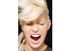 高声呐喊的疯狂女人图片