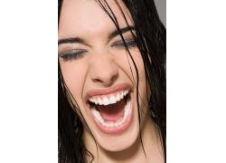 疯狂高呼的外国女人图片