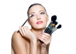 化妆的女人