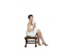 坐着手拿玫瑰新娘PSD素材