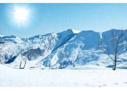 太阳雪山冬景图片