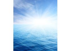 初升海平面的太阳图片素材