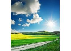 蓝天白云小道风景图片