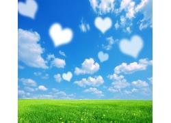 心型云与草地风景图片