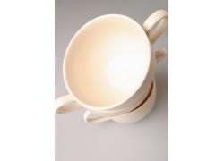 摞成一摞的咖啡杯高清图片
