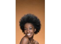 个性发型微笑外国女人高清图片