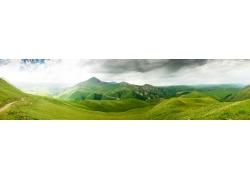 道路崎岖的山区风光超宽幅风景图片