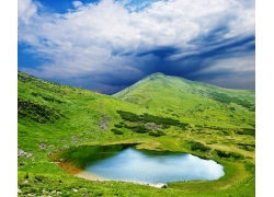 大山里的水潭自然风景图片