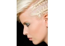 做发型的女人侧脸图片