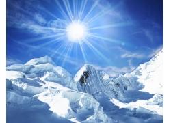 阳光下的冰山图片