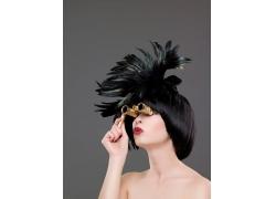 拿望远镜的个性发型女人高清图片