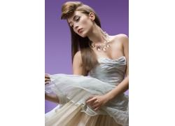 复古发型白裙美女高清图片