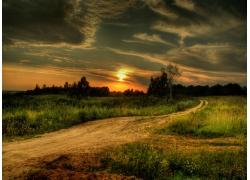 郊外美丽的夕阳风景图片