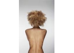 个性发型女性裸背特写图片素材