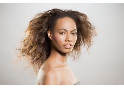爆炸发型黑人美女高清图片