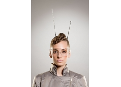 做发型的时尚现代女性图片