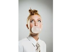 独特发型的时尚现代女性图片