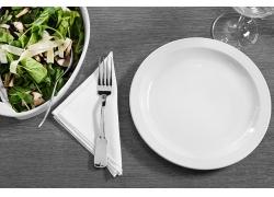 盘子里的绿色青菜食物高清图片