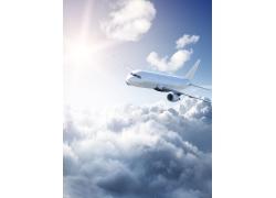 云海中飞行的飞机高清图片