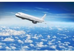 飞机在云海中穿行高清图片