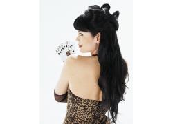 拿着扑克牌的性感女人发型设计图片素材