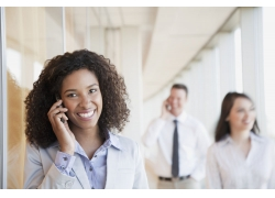 打电话的非洲商务女士高清图片