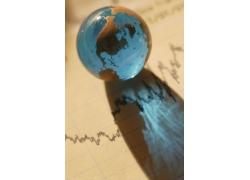 水晶透明地球仪特写高清图片