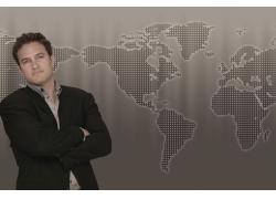 世界地图前的商务男性高清图片