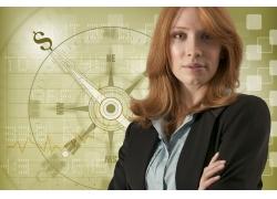 指南针前的外国商务女性高清图片