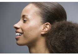 大笑的黑人美女发型特写高清图片