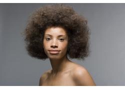 爆炸式发型黑人美女高清图片