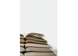 翻开的书籍摞在一起图片素材