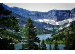 大山与河流风景图片