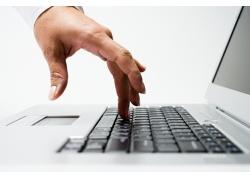 键盘上的手指图片