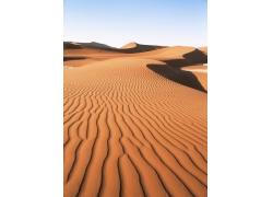 蓝天下的大沙漠风光高清图片