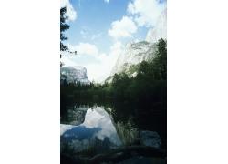 山峰湖泊美景摄影图片