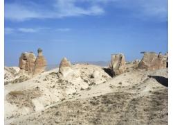 蓝天白云下的荒漠风光图片