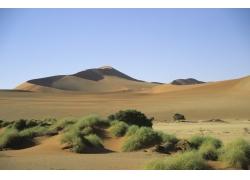 蓝天下的沙漠风光高清图片