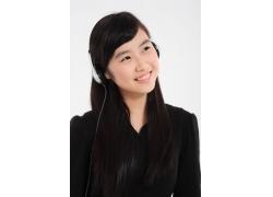 听着音乐面带微笑的清纯可爱女生图片