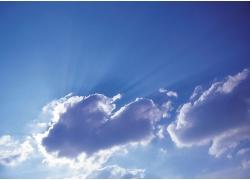 被云彩遮住的太阳高清图片