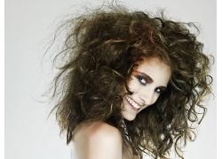 爆炸式发型的外国美女高清图片