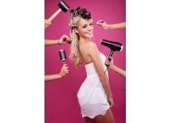 正在做发型的外国性感美女高清图片