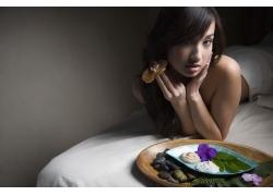 床上水疗石和性感美女高清 图片图片