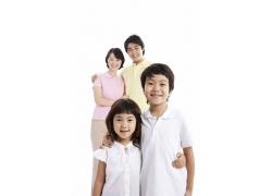 亲密幸福拥抱家庭高清图片