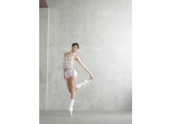 优美舞姿的外国美女高清图片