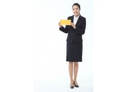 拿着黄色牌子的职业女性高清图片