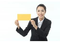 举着黄色牌子的职业女性高清图片