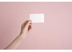 拿着空白卡片的手模图片