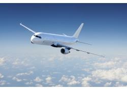 天空中飞翔的航天飞机高清图片